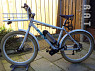 Urban bike met middenmotor en bidon.